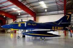 Douglas TA-4J Skyhawk 158722 7 Blue Angels US Navy, Valiant Air Command Warbird Museum, Titusville, FL
