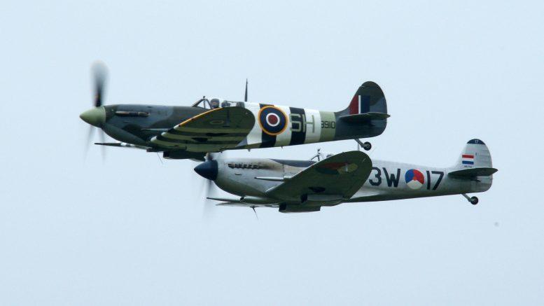 Supermarine Spitfire Mk.Vb AB910 SH-F, Spitfire Mk.IX PH-OUQ 3W-17