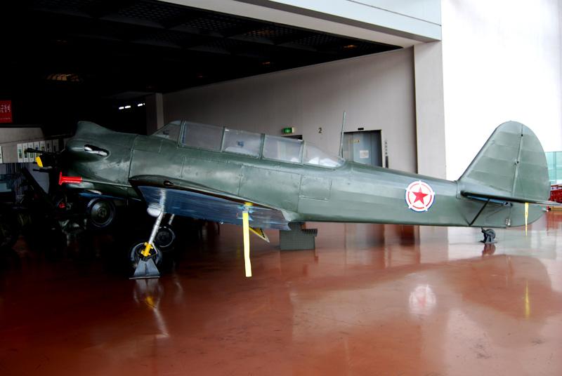 Yak-18 in Korea, 'Bedcheck Charlie' - bomb racks, colours?